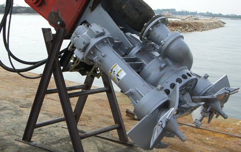 Dragflow dredging / slurry pump and cutter features